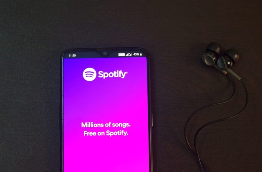 Why are Spotify playlists the best place to listen the top hit songs?